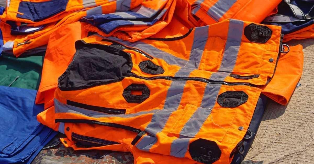 Scuba diving inflatable vest